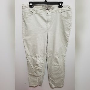 Gloria Vanderbilt white Amanda jeans